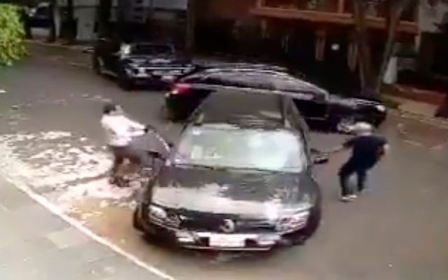 #Video Automovilista frustra intento de secuestro en la Condesa