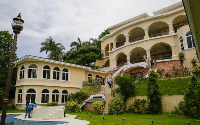 Incautan lujosa mansión a expresidente de El Salvador - Foto de Oscar Rivera / AFP