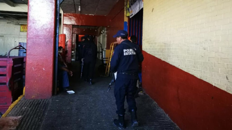 Comando secuestra a tres hombres en mercado de Chilpancingo - Foto de @InformAcapulco