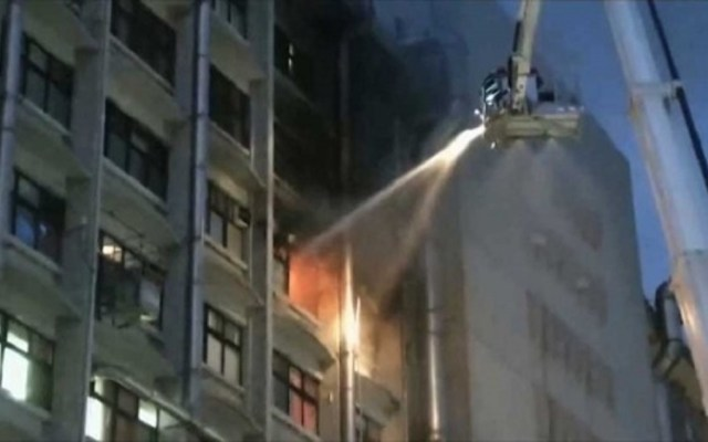 Mueren nueve personas por incendio en hospital de Taiwán - Foto de AP