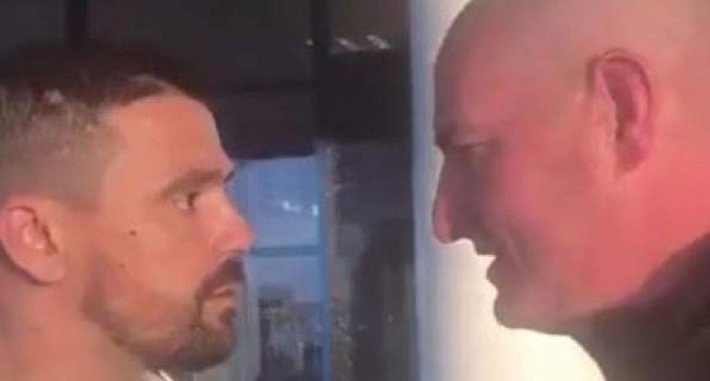 #Video Exjugador de los Rangers confronta a aficionado del Celtic