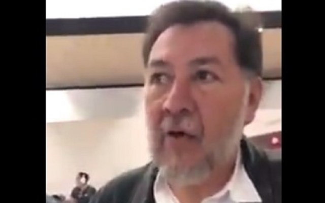 #Video Empresario confronta a Noroña por usar sala VIP de aerolínea - Foto Captura de Pantalla