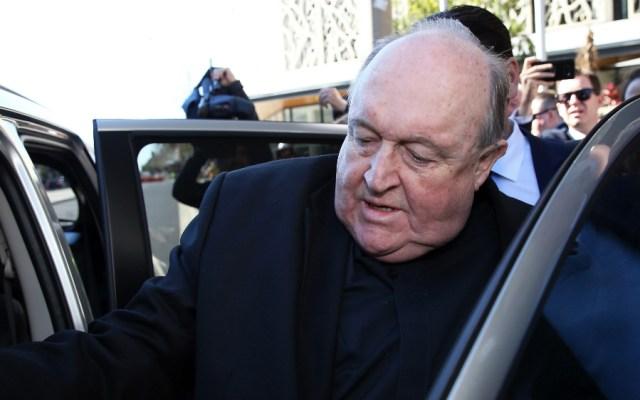 Exarzobispo australiano condenado por encubrir abusos pederastas evita cárcel - Foto de AFP