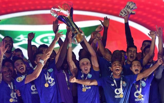 Porto gana Supercopa de Portugal con gol de Corona - Foto de AFP