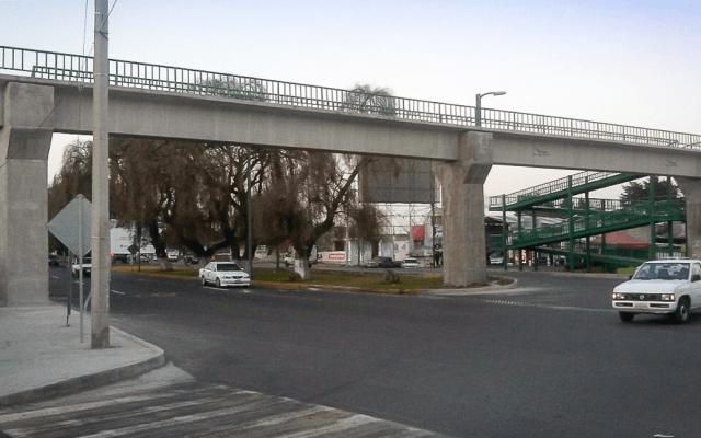 #Video Mujer se avienta de puente tras discutir con su pareja - Foto de Internet