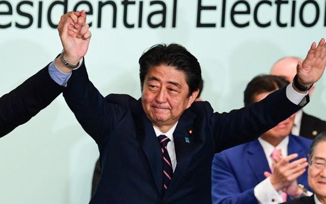 Shinzo Abe se reelige como presidente de su partido en Japón - Foto de AFP / Martin Bureau
