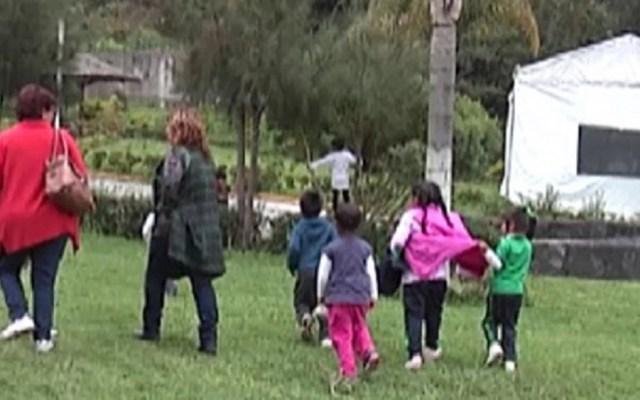 Alumnos de kínder toman clases en parque a un año del sismo - Foto de Excélsior