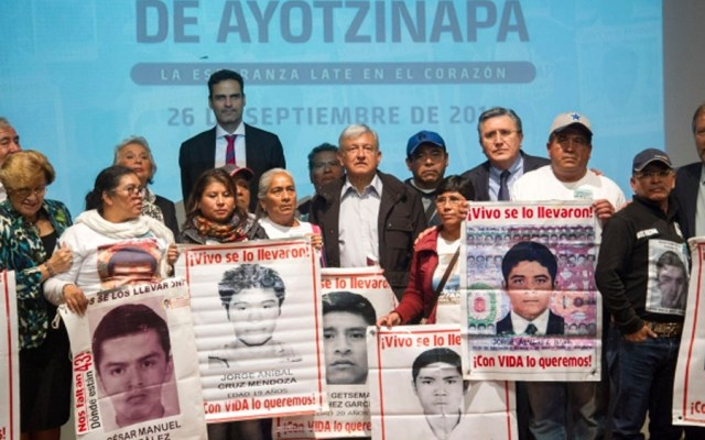 Una barbarie lo que sucedió en Ayotzinapa: CNDH - Reunión entre AMLO y familiares de los 43 normalistas desaparecidos en septiembre de 2018. Foto de Notimex