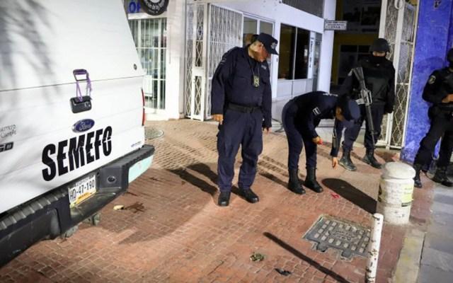 Asesinan a futuros funcionarios en Atenango del Río, Guerrero - Policías de Guerrero tomando conocimiento de un hecho criminal. Foto de Cuartoscuro