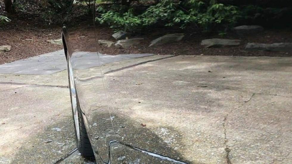 Auto negro se vuelve invisible tras ser cuidadosamente lavado - Foto de Reddit