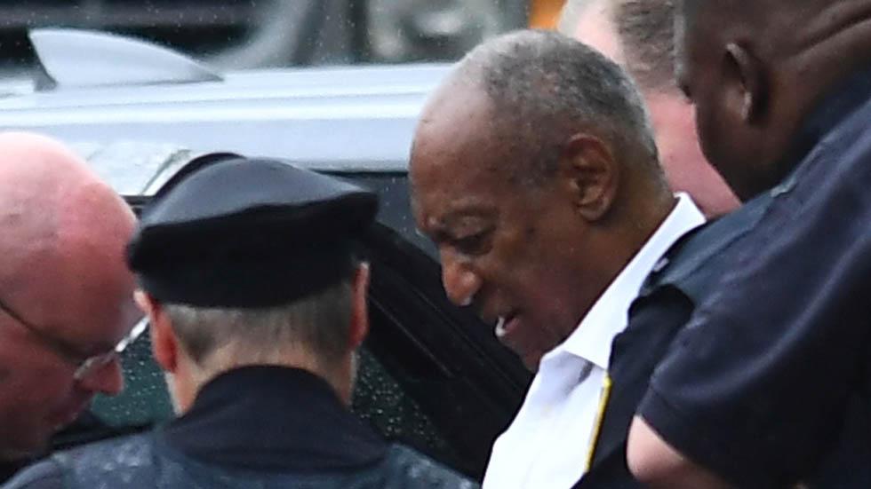 Dan de tres a 10 años de cárcel a Bill Cosby - Bill Cosby siendo detenido en el tribunal del condado de Montgomery el 25 de septiembre de 2018. Brendan Smialowski/AFP