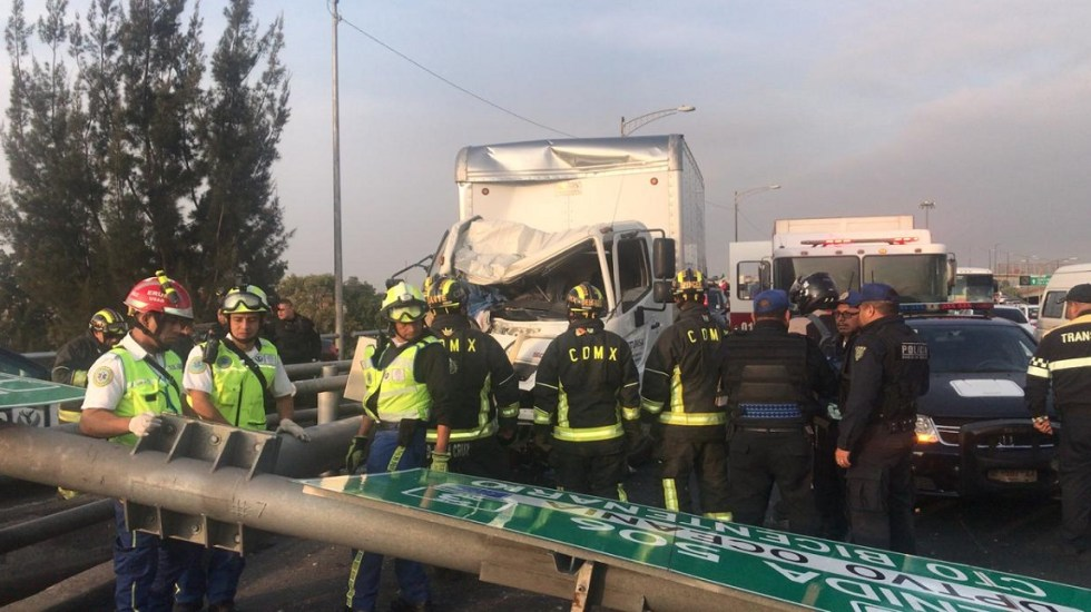 Conductor se mata tras chocar en distribuidor vial Heberto Castillo - Foto Especial