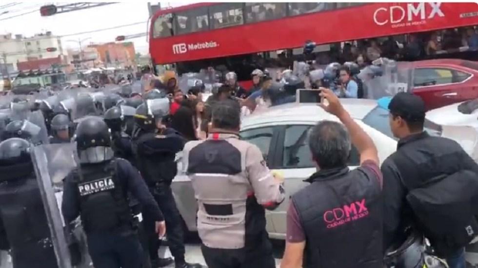 Protesta de comerciantes de Tepito termina en riña con policías - Foto Captura de Pantalla