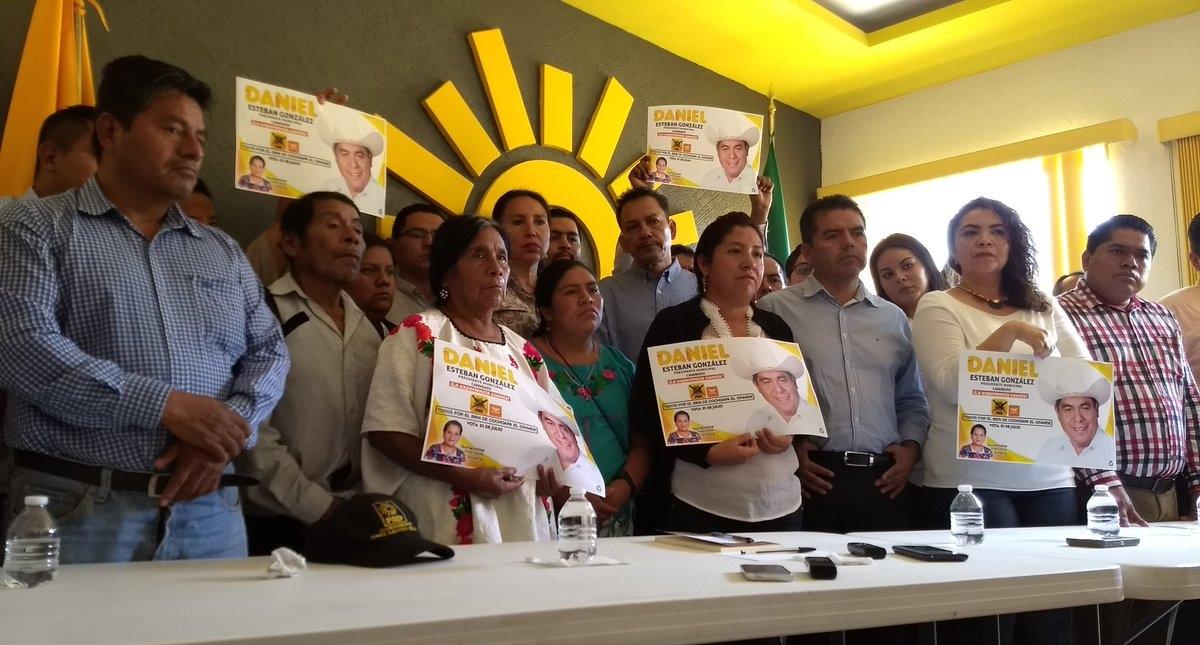 Conferencia de prensa para denunciar la desaparición del alcalde electo de Cochoapa. Foto de @PENACHOAZTECA