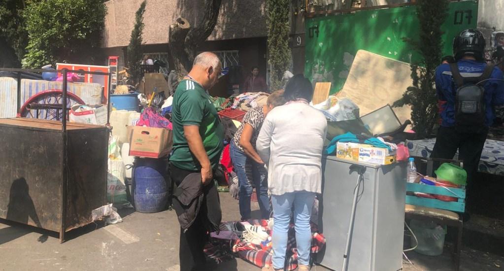 #Video Vecinos se enfrentan a granaderos en la colonia Juárez - Foto de @alanreportero