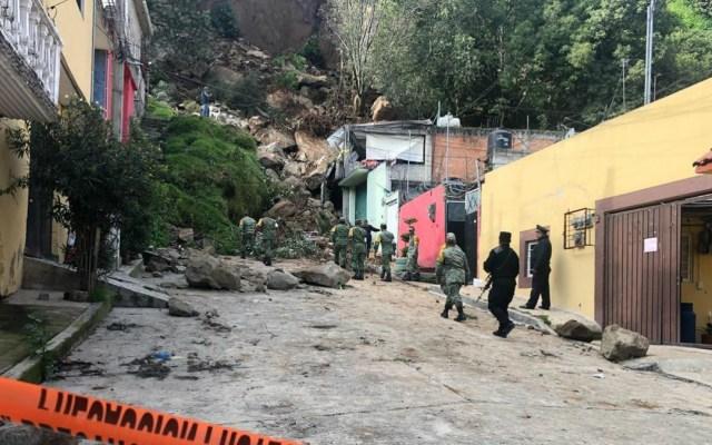 Deslave sepulta automóvil y daña vivienda en Naucalpan - Foto de Internet