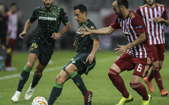 Real Betis informa sobre lesión de Andrés Guardado - Foto de AFP