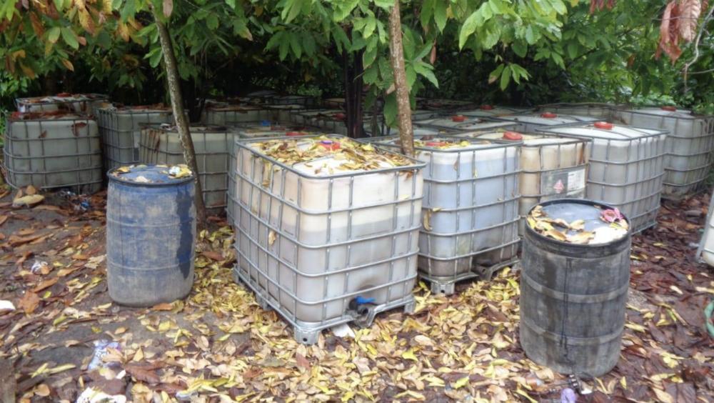 Aseguran más de 36 mil litros de combustible en Tabasco - Foto de @PGR_mx