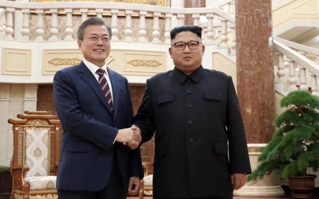 Kim Jong-un y Moon Jae-in acuerdan eliminar toda amenaza de guerra - Foto de @XHNews