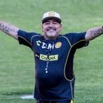 """""""Maradona tiene una severa artrosis en sus dos rodillas"""": cirujano - Foto de Pedro PARDO / AFP"""