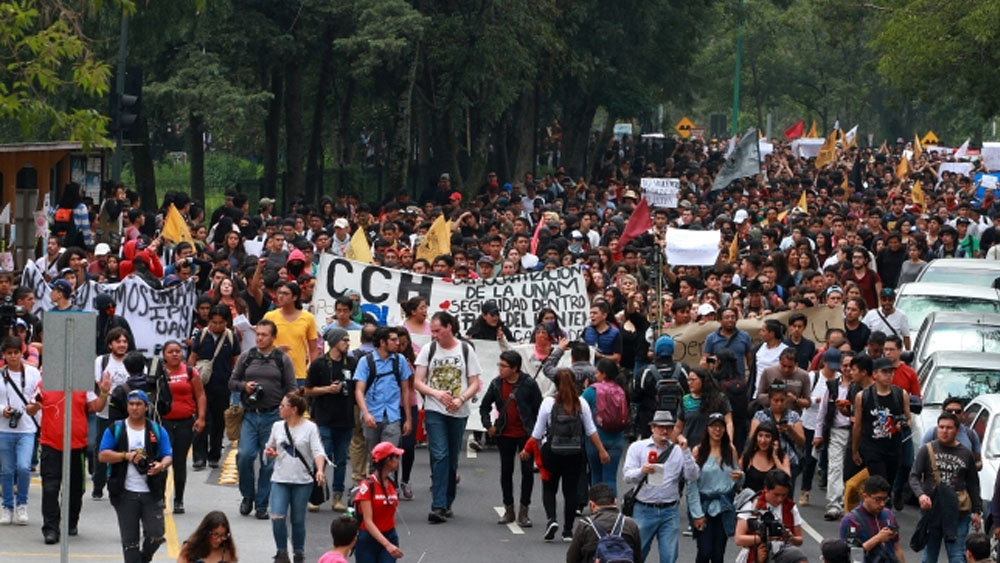 UNAM expulsa a alumna número 27 por actos porriles - Marcha por los actos violentos en la UNAM. Foto de Notimex