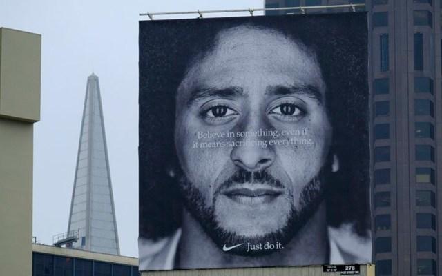 Aumentan ventas de Nike tras polémica por campaña con Colin Kaepernick - Foto de AP