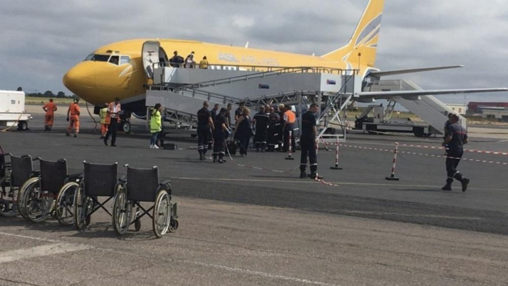 Evacúan a 150 pasajeros de avión en Francia por sospecha de cólera - Foto de @lancelot_xbal