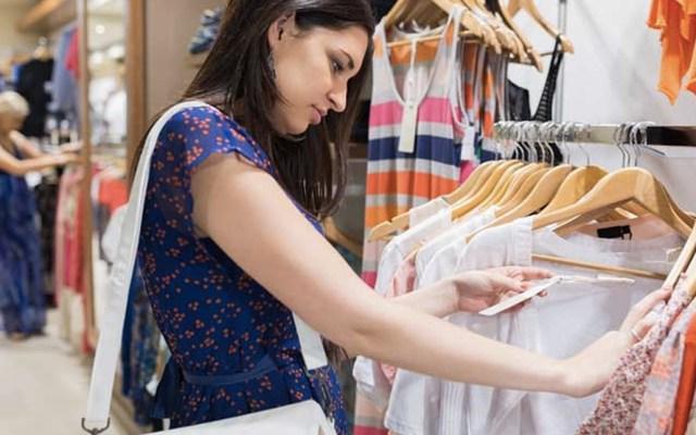 Proponen cobrar por probarse ropa en tiendas en España - Foto de internet
