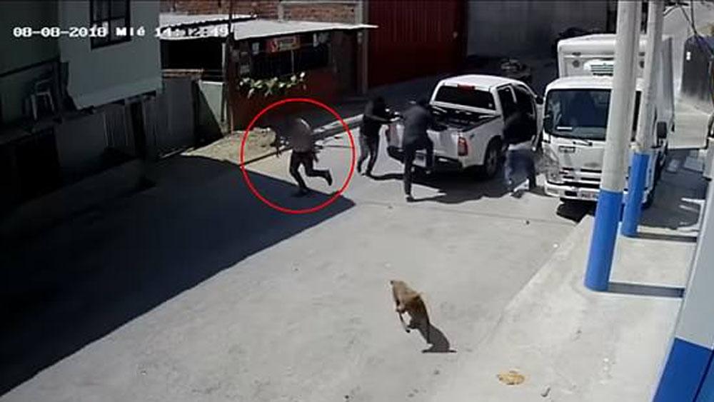 #Video Empresario evita ser secuestrado en Ecuador