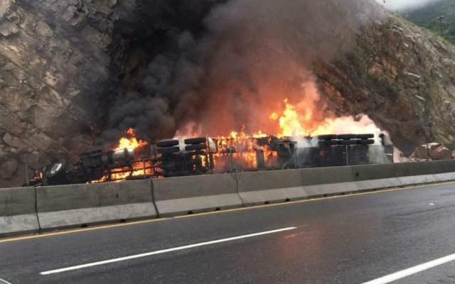 Se incendia tráiler tras choque en Coahuila - Foto de El Siglo de Torreón