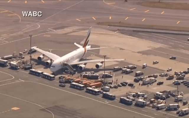 #VIDEO Aíslan vuelo de Emirates