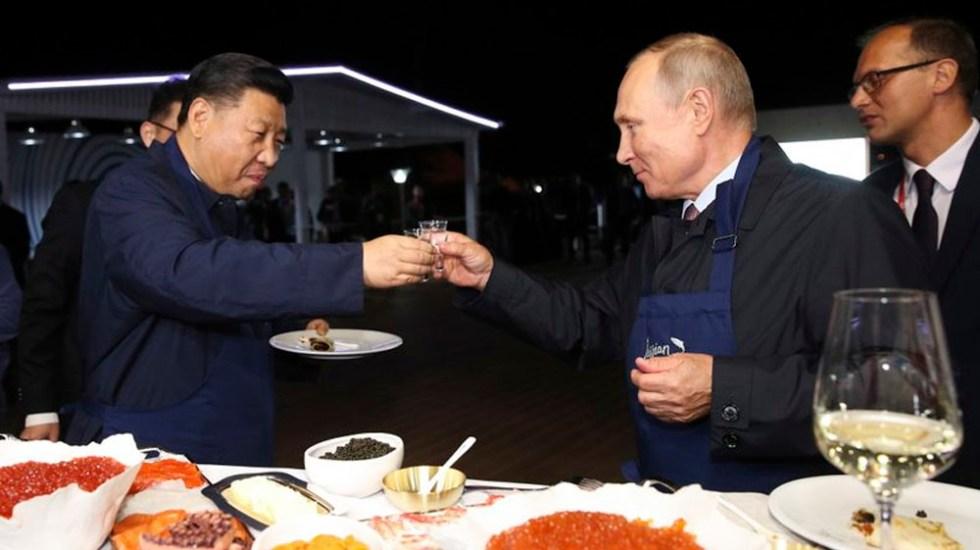 Putin y Xi Jinping comparten vodka en Rusia - Foto de TASS News Agency Pool