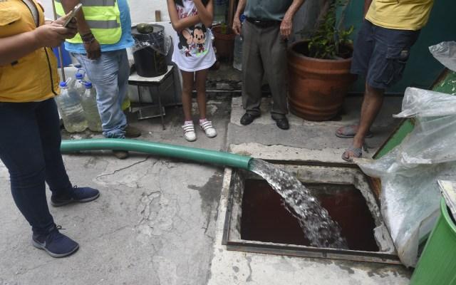 Abasto de agua se restablecerá totalmente hasta el jueves: Aguirre - Foto de AFP