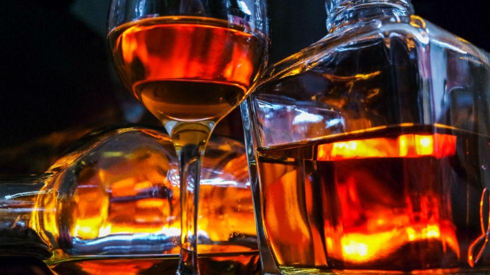 Ver publicidad de alcohol hace a jóvenes propensos a alcoholismo - Foto de Internet