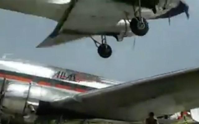 #Video Avión aterriza muy cerca de otra aeronave en Colombia - Captura de pantalla