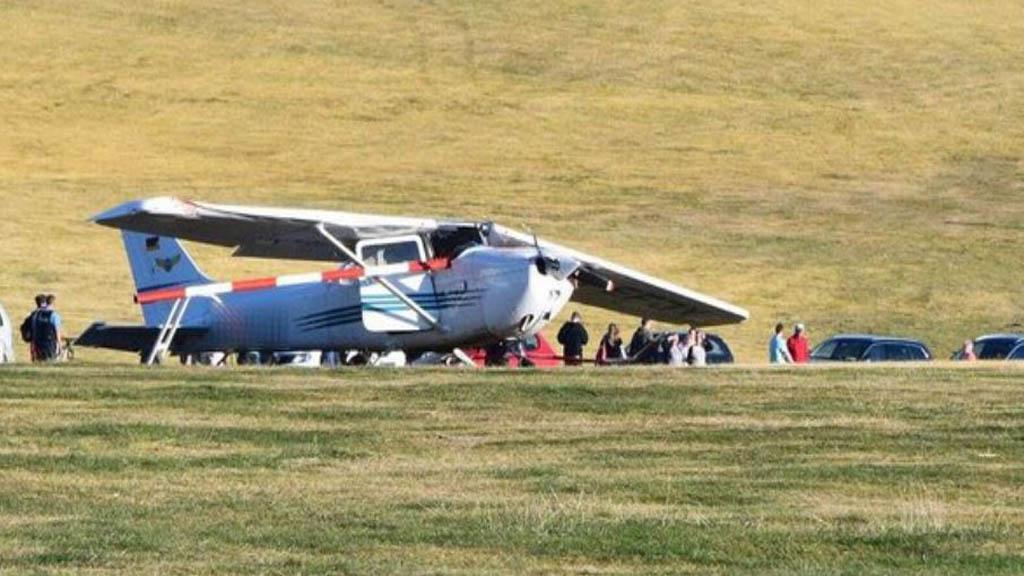 Accidente de avioneta en Alemania deja dos adultos y un niño muertos - Avioneta accidentada en montaña de Alemania. Foto de Twitter