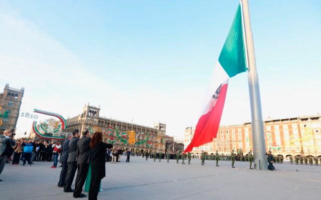 Izan a media asta bandera del Zócalo por 2 de octubre - Foto de @navarreteprida