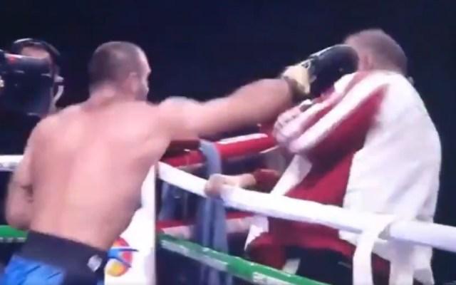 #Video Boxeador ruso golpea a su entrenador tras derrota - Captura de pantalla