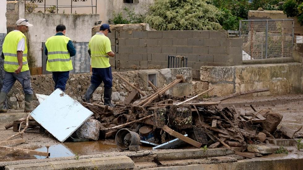 Suman 12 muertos por inundaciones en Mallorca - Servicios de emergencia laboran en Mallorca por inundaciones. Foto de AFP / M. López