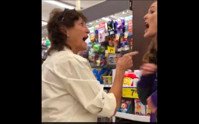 #Video Mujer defiende a dos latinas de ataque racista - Mujer defiende a latinas de ataque racista