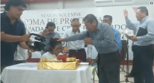 Alcaldesa de Centla, Tabasco rinde protesta con un pastor - Alcaldesa de Centla, Tabasco, rinde protesta con un pastor.