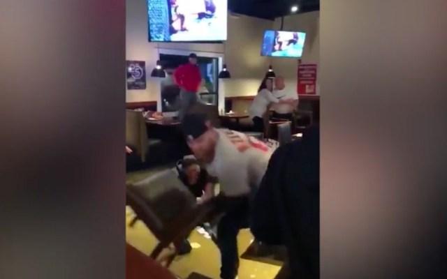 #Video Violenta pelea en bar tras la derrota de los Yankees - Pelea Medias Rojas Yankees bar