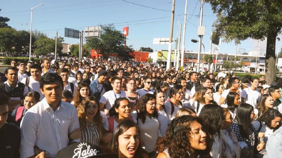 Comunidad estudiantil de la UdeG protesta por homicidio de alumna - Protesta de alumnos de la UdeG. Foto de @Alerta GDL