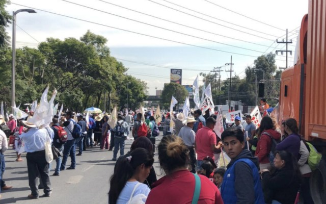 Campesinos bloquearon por horas Avenida Constituyentes - Foto de @jfcastaneda9