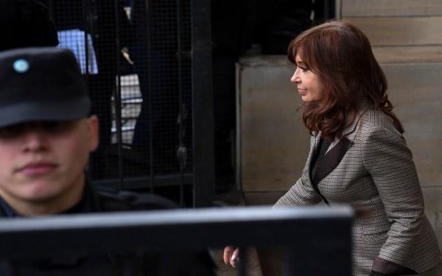 Cristina Fernández enfrentará juicio oral por lavado de dinero - Cristina Fernández abandona corte federal de Buenos Aires. Foto de AFP / Eitan Abramovich
