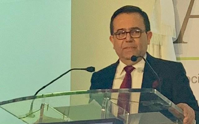 """""""Exagerado"""" prever crisis económica por cancelación del NAIM: Guajardo - Ildefonso Guajardo en Cumbre Empresarial Américas. Foto de @ARICA73"""
