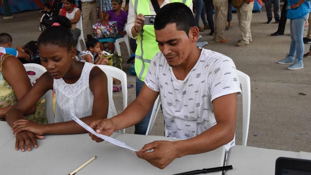 Segob entrega CURP de manera temporal a 111 migrantes - Foto de @SEGOB_mx