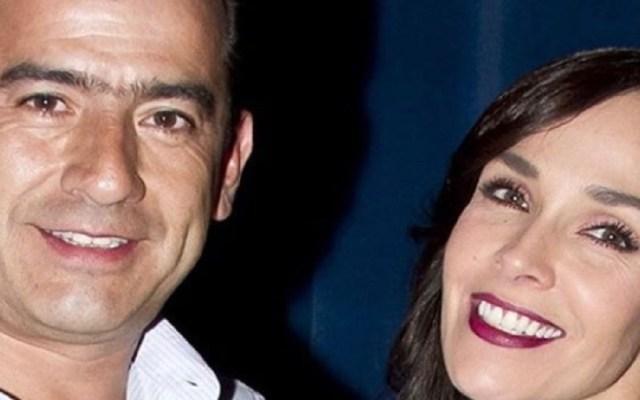 Dan último adiós a Isaías Gómez, esposo de Sharis Cid - Sharis Cid y su esposo Isaías Gómez. Foto de @shariscid
