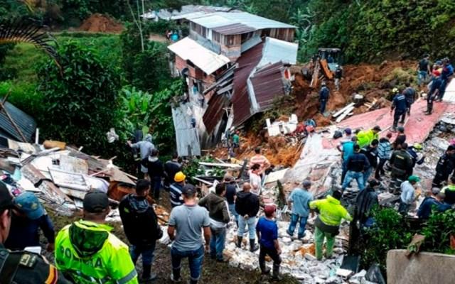 Deslizamiento de tierra deja 12 muertos en Colombia - Foto de Caldas' Firefighters Department / AFP