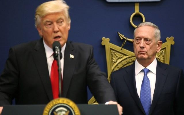 Tiene derecho a tener un secretario que comparta sus puntos de vista: Mattis a Trump - Donald Trump y Jim Mattis. Foto de Reuters